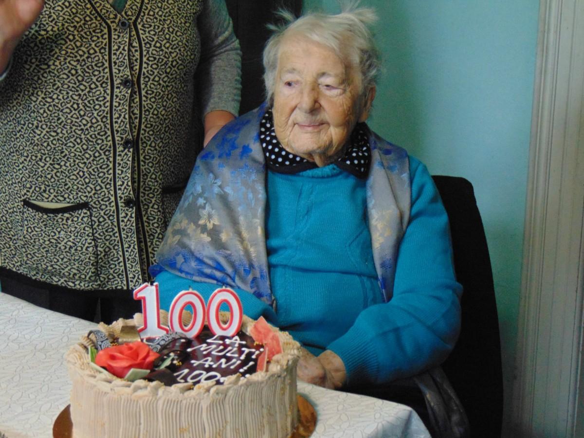 Cea mai vârstnică rășinăreancă a împlinit 100 de ani