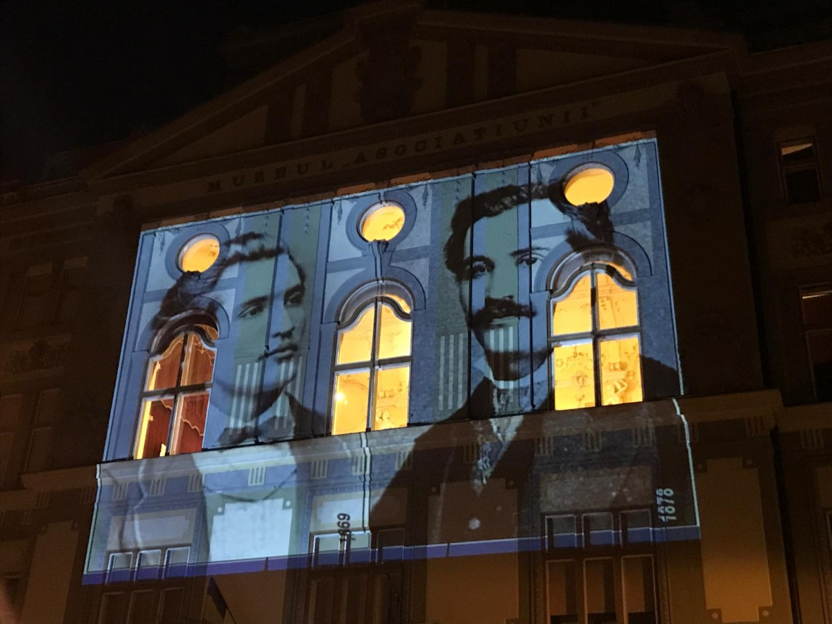 """VIDEO. """"Și dacă..."""", de Mihai Eminescu, proiectată pe clădirea Bibliotecii Astra"""