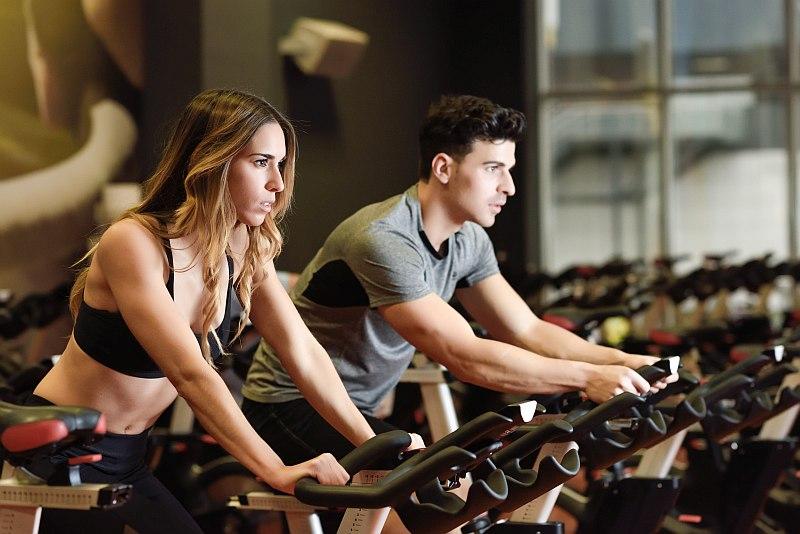 Topește grăsimile cu bicicleta fitness! Iată cum trebuie să o folosești pentru a scăpa de surplus