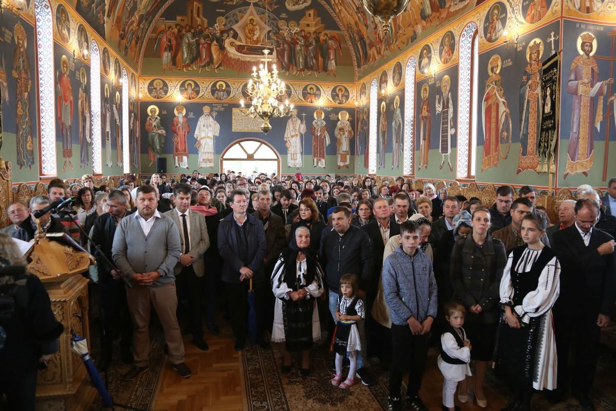 Ortodocșii din Bradu au biserica lor. Timp de 20 de ani slujbele se făceau alternativ în biserica veche greco-catolică