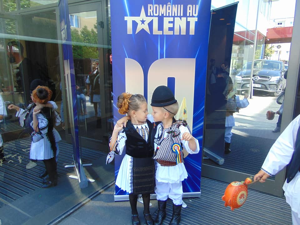 """Călușerii din Rășinari, la """"Românii au talent"""". Instructor: """"După muzică, după strigături, după bătăi eu zic că a fost bine"""""""