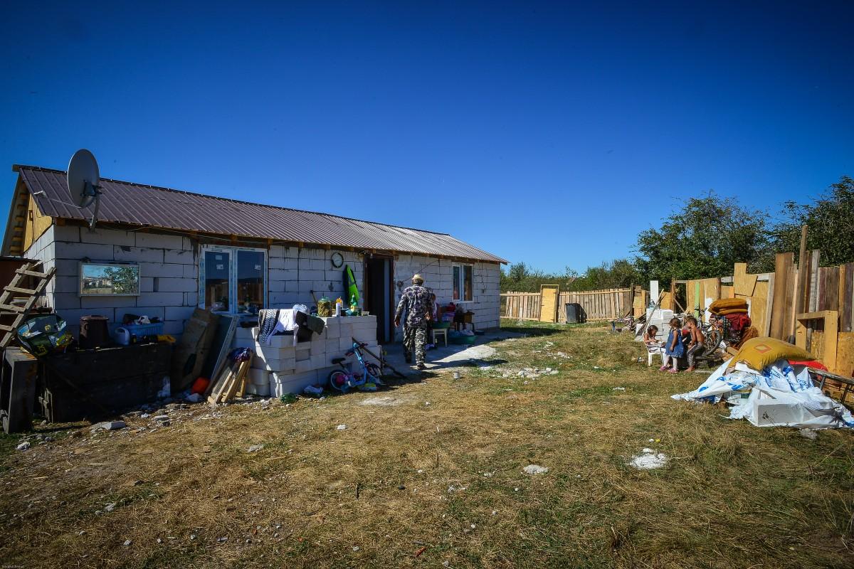 """""""Statul paralel"""" din județul Sibiu. Cum vor autoritățile să rezolve problema zecilor de proprietăți ilegale și de ce acest lucru nu va fi public"""