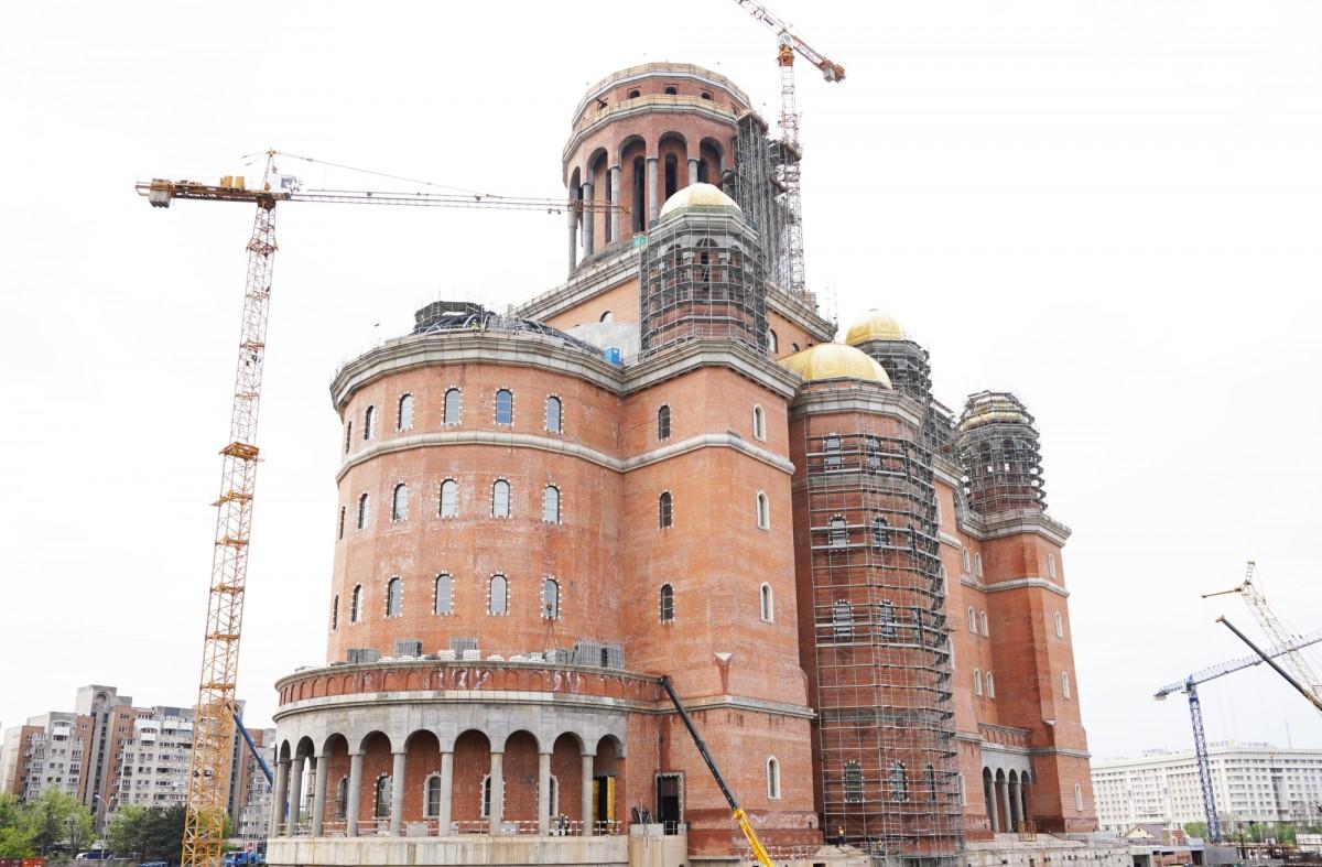 Întrebarea la care Dăncilă n-a mai răspuns: Câți bani s-au dat pentru Catedrala Mântuirii Neamului?