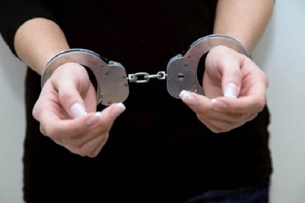 Arest 30 de zile pentru o femeie care ar fi furat din mai multe locuințe din Județul Sibiu