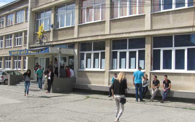 """Elev amenințat cu un cuțit într-un liceu din Sibiu. Șeful IPJ: """"Cum a fost posibil? Amfost la o linie foarte subțire de un eveniment tragic"""""""