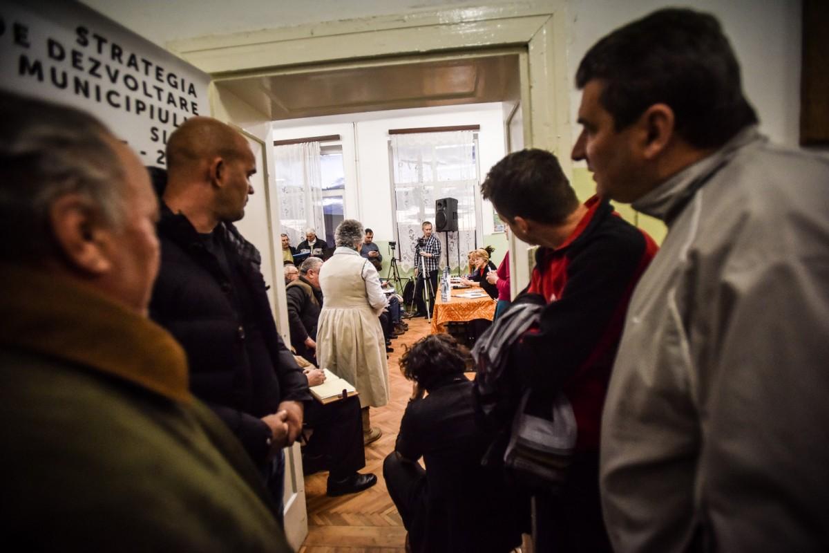 Dezbaterile Primăriei, în Gușterița: viața la țară FN (fără număr). Amenzile poliției locale deranjează, mai nou. FOTO/VIDEO