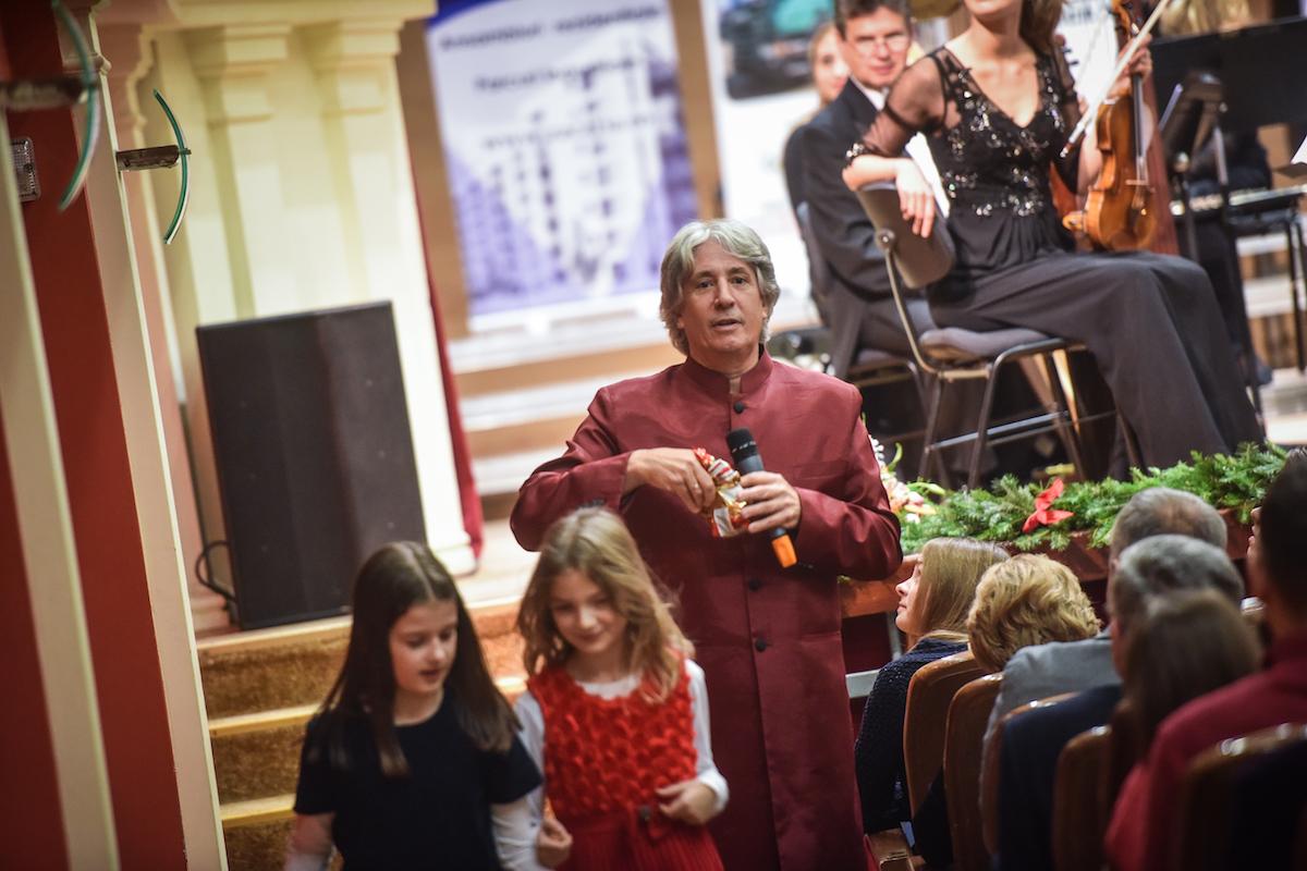 VIDEO Ce îi așteaptă pe copii la concertul Johann Strauss Ensemble, de la Sibiu: de la muzică clasică, la ghicitori, bomboane și jucării