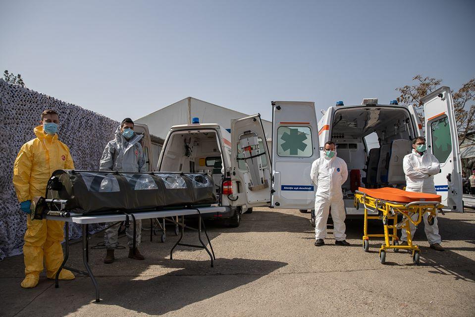 """În prima linie! Spitalele Sibiului cumpără și la prețuri crescute de patru ori materiale de protecție pentru medici. """"E o presiune formidabilă"""""""