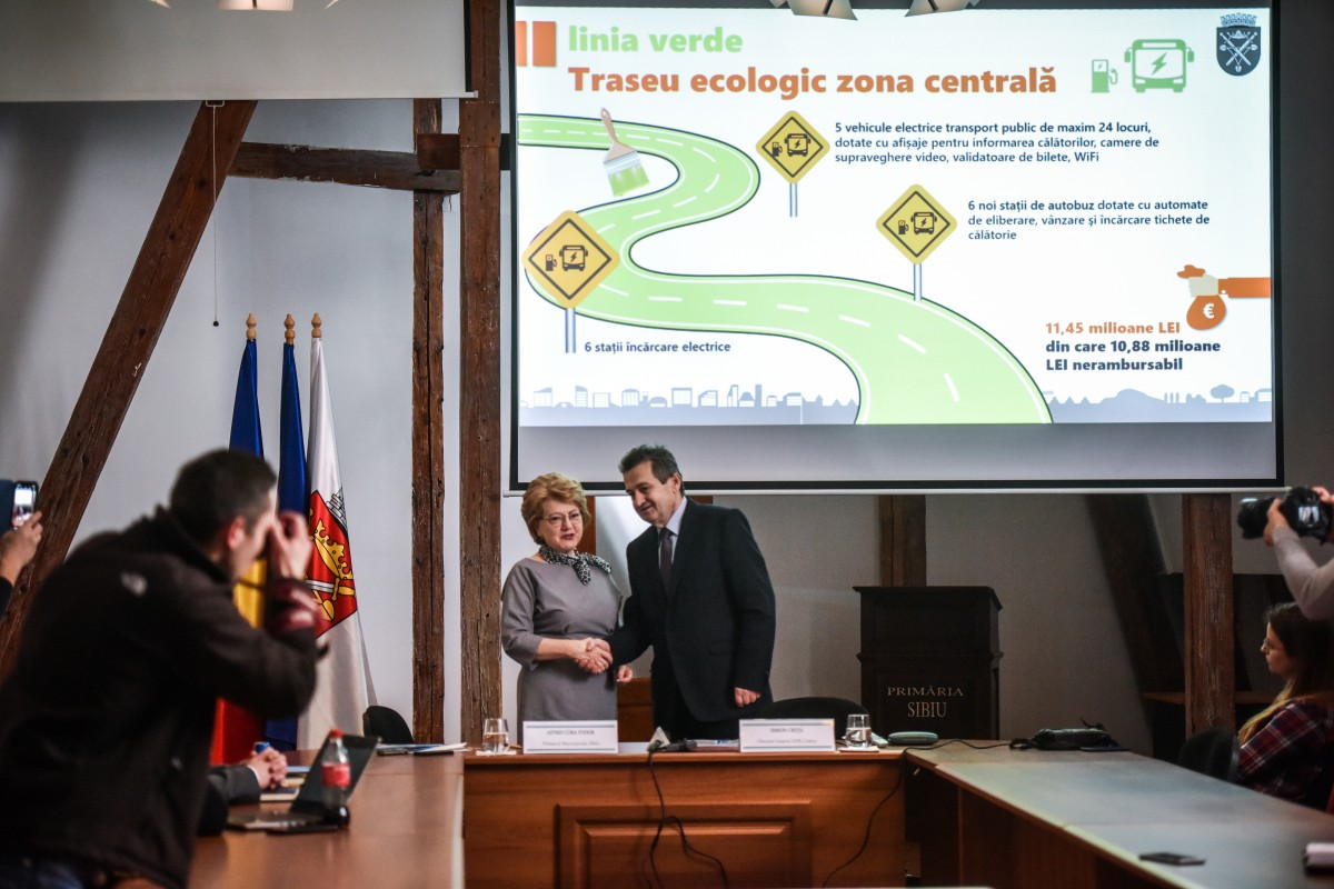 """Vin banii pentru prima linie de transport electric în Sibiu. Fodor: """"în august sper să avem minibus-urile electrice"""""""