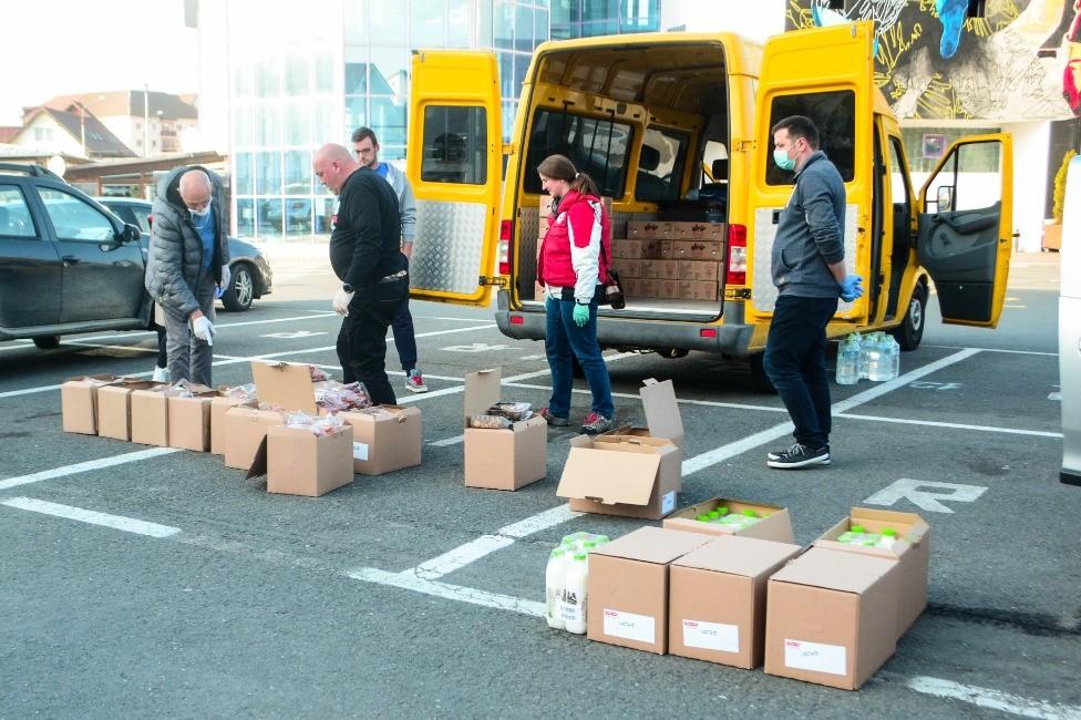 Crucea Roșie Sibiu a donat alimente persoanelor vulnerabile și Spitalului Județean