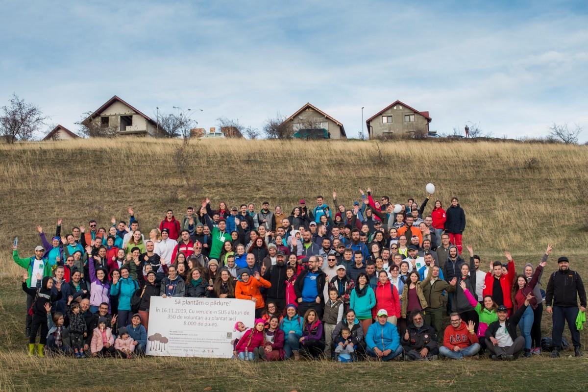 """""""Cu verdele-n Sus"""" împreună cu 400 de voluntari au plantat 7.000 de puieți în Șura Mare"""