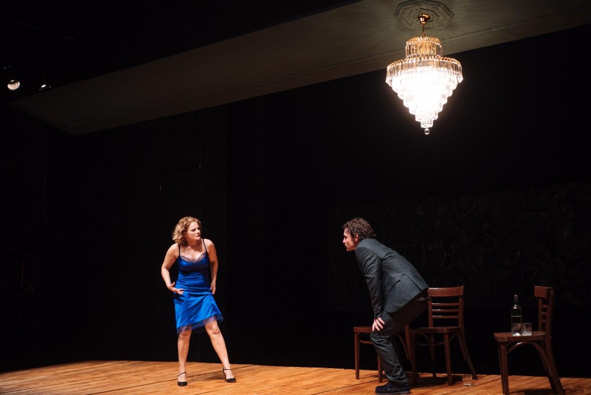 """Spectacolul TNRS """"Cui i-e frică de Virginia Wolf?"""" se joacă cu casa închisă la Teatrul Bulandra"""