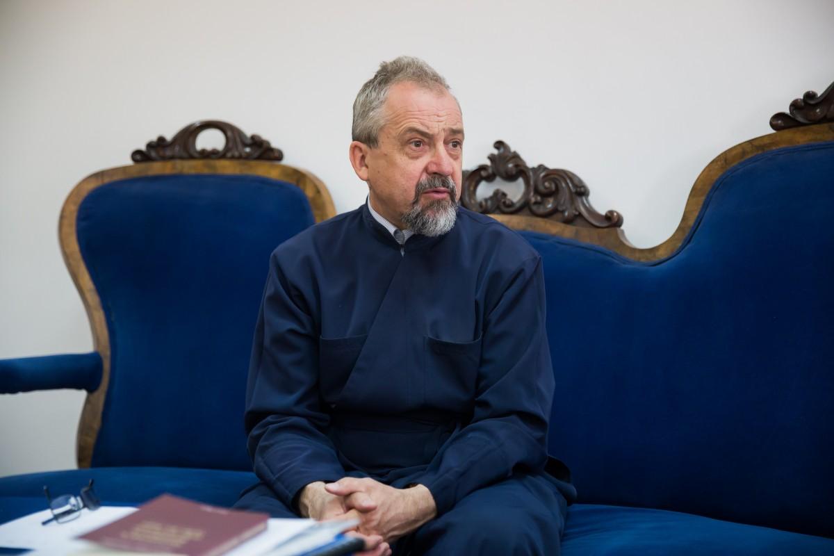 """Interviu cu decanul Facultății de Teologie: """"Toți profesorii noștri au făcut specializare în Occident"""""""
