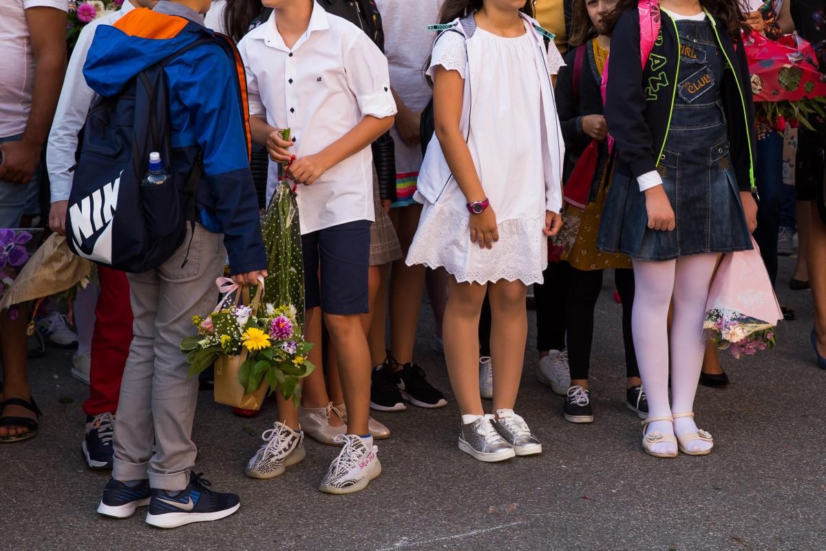 Zeci de elevi au revenit din străinătate să-și continue studiile la școlile din Sibiu