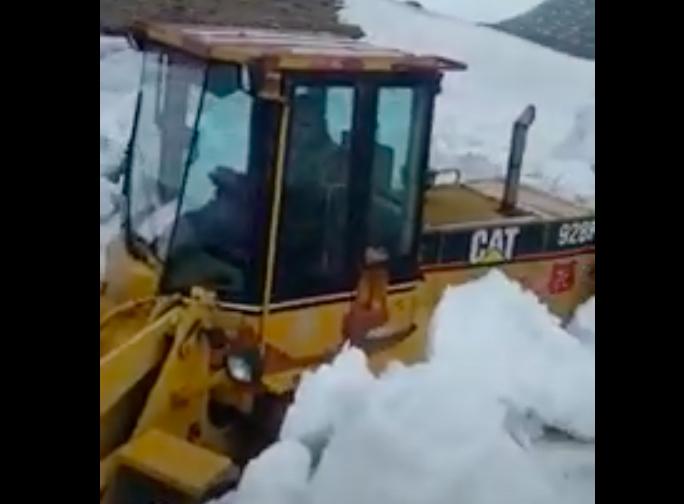 VIDEO-A început deszăpezirea Transfăgărășanului pentru pregătirea deschiderii