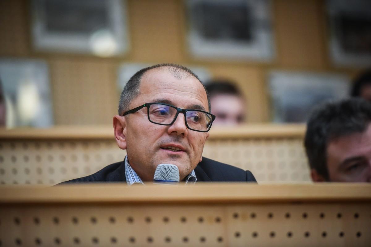 În spatele lui Eugen Iordănescu. Colaborator al Securității