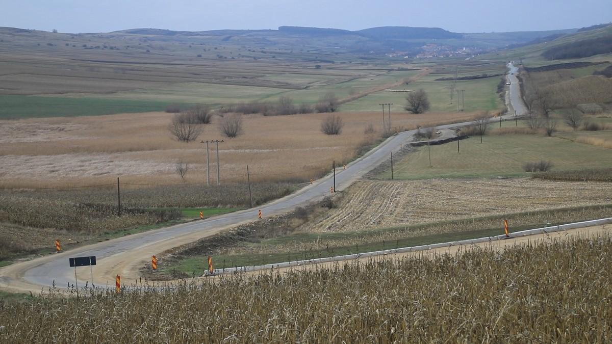 Drumul care leagă Valea Târnavelorde Țara Secașelor, în modernizare. Ce lucrări s-au făcut în 4 luni
