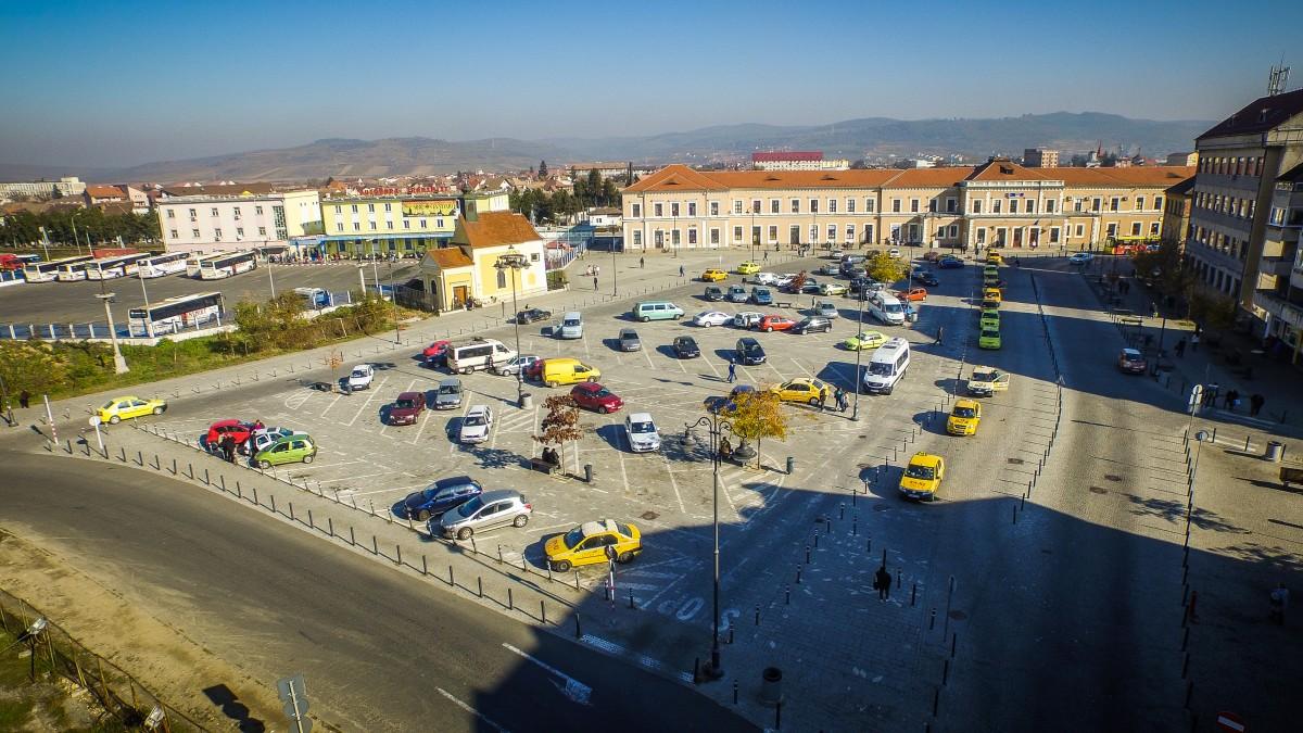 """Poticnelile marilor investiții. Exemplul primei parcări subterane a Sibiului: """"cum să construiești cu 200 de euro pe mp?"""""""