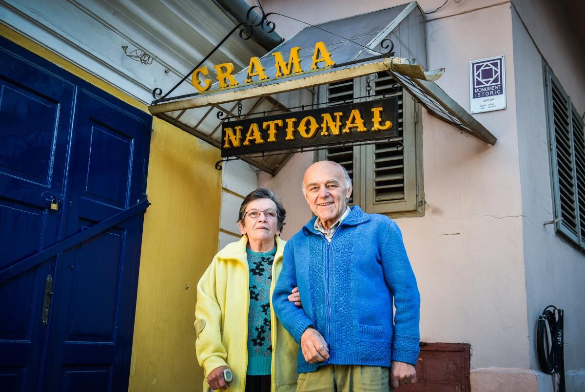 """Crama Național se închide după 27 de ani. Don Titi și Elenacheamă toți prietenii la """"o ultimă pită cu fasole"""""""