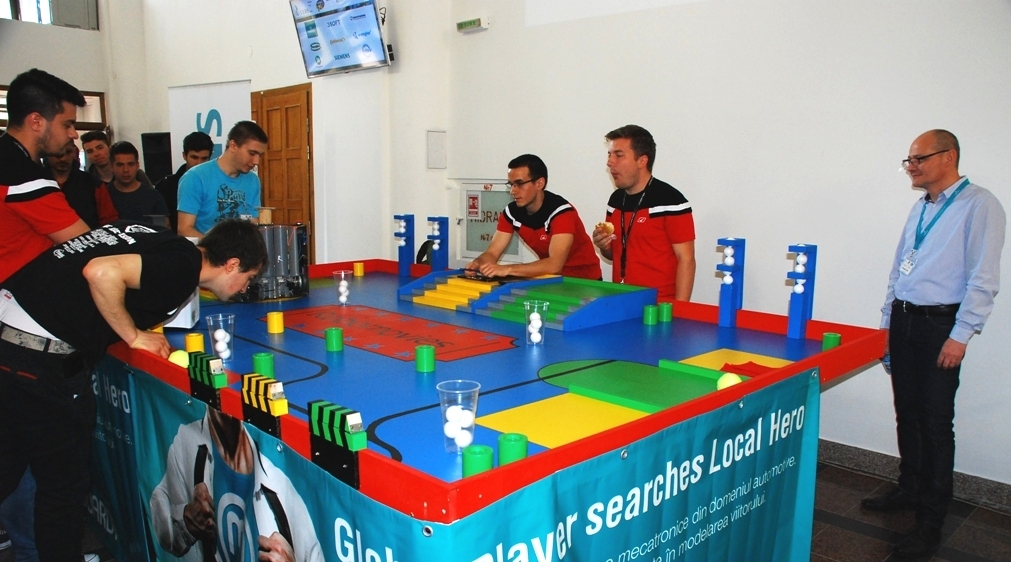 Elevi din cinci licee sibiene participă la Concursul de roboți mobili, la ULBS