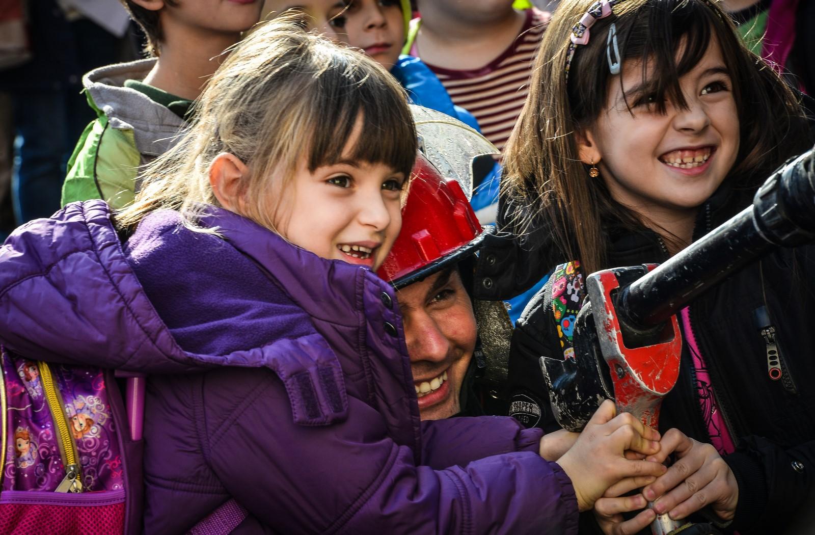 """FOTO/VIDEO. A sunat alarma de cutremurla Școala """"Nicolae Iorga"""". Copiii au răspuns cu… strigăte de bucurie!"""