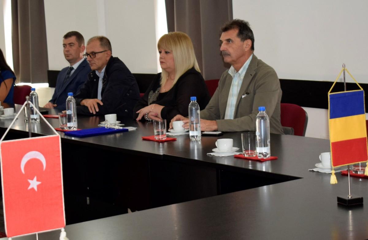 Comparație Sibiu – Brașov. Cum se primește o delegație de oameni de afaceri