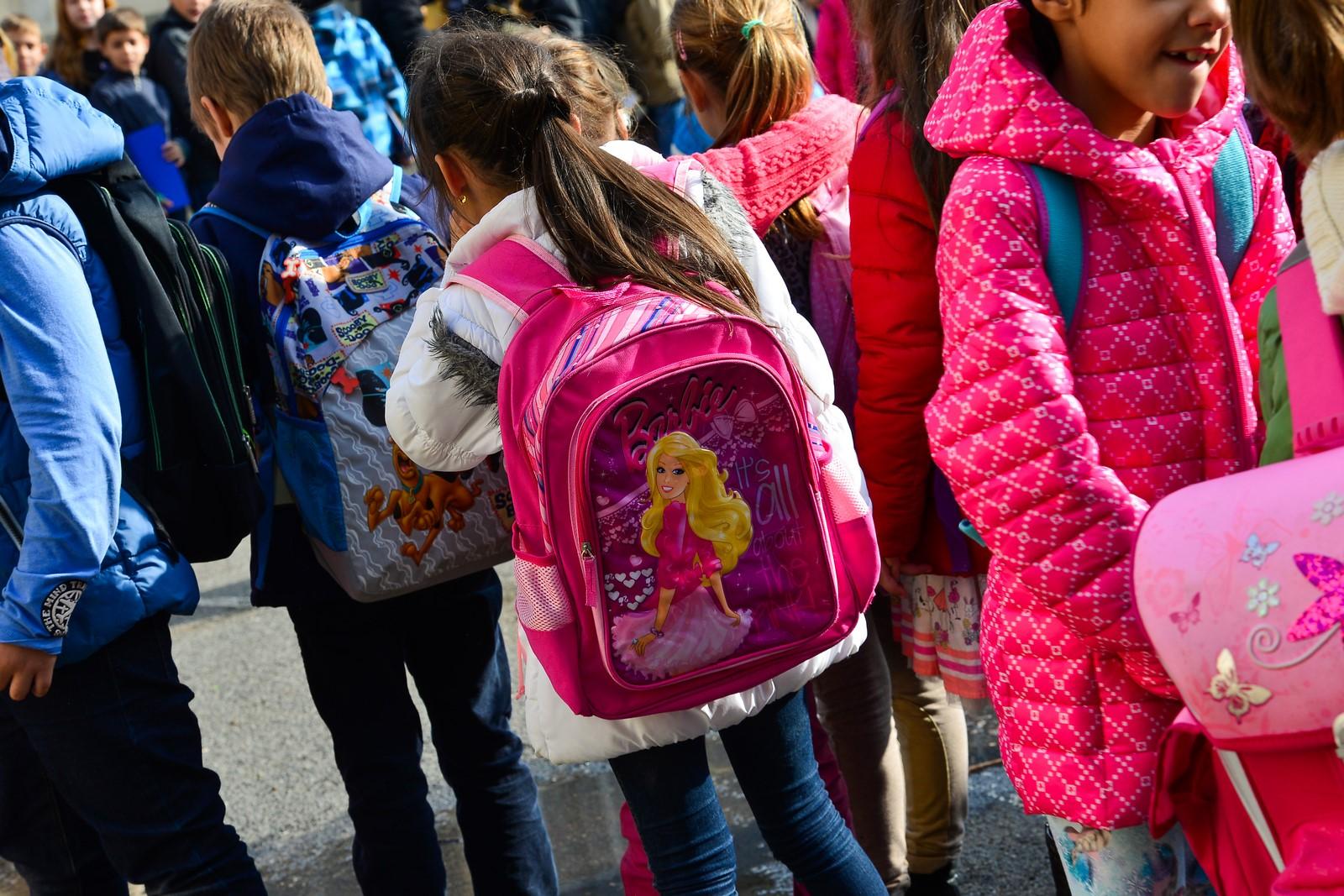Înscrieri în clasa pregătitoare: copiii sunt repartizați în ordine alfabetică, iar învățătorii, trași la sorți