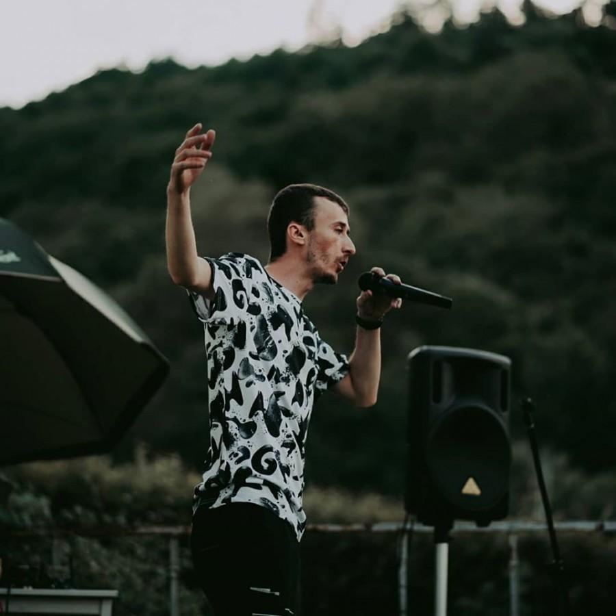 """Astăzi se lansează albumul lui Esu, hip-hop de Sibiu: """"E greu să răzbați și să fii tu ăla"""""""