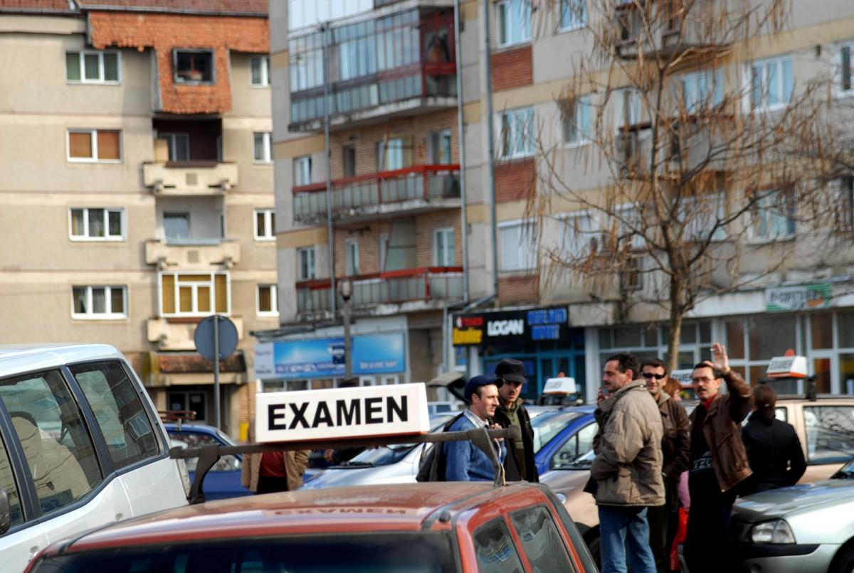 """Procesele """"permiselor pe șpagă"""" la Sibiu: banii se opreau la patronii de școli"""