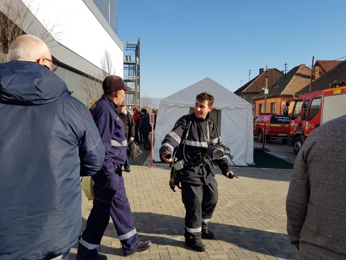 Exercițiu de incendiu: Promenada Mall Sibiu a fost evacuat