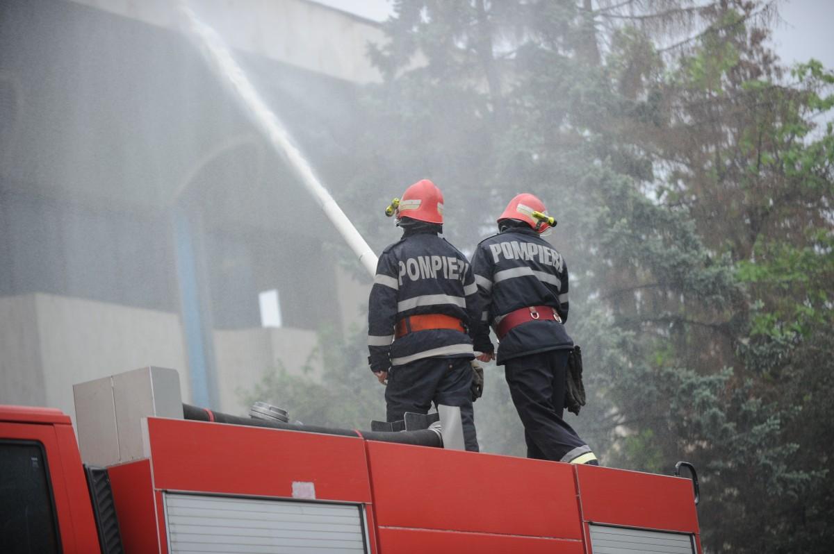 Incendiu la o casă din Orașul de Jos. Focul a pornit în sufragerie