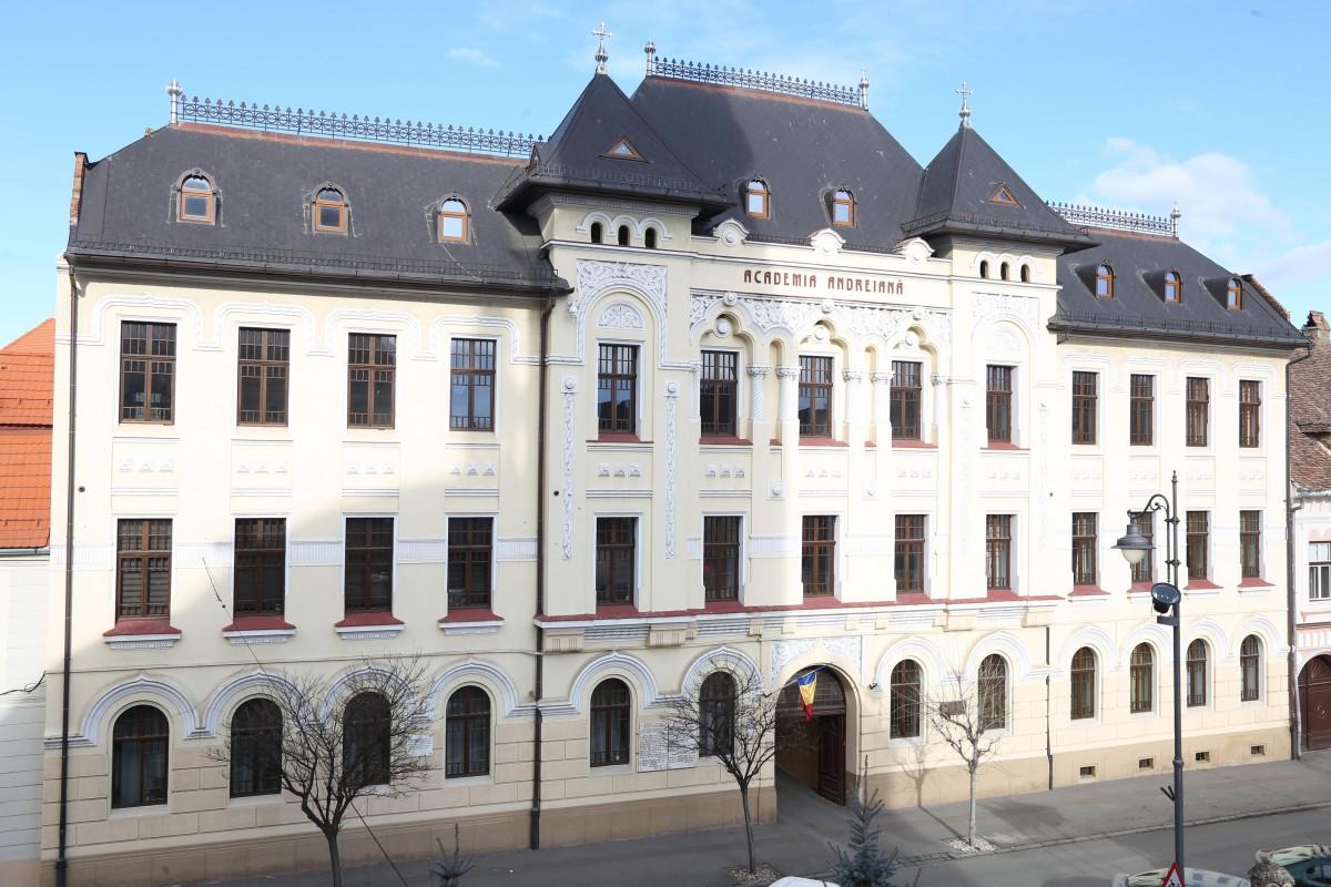 Facultatea de Teologie din Sibiu și-a sărbătorit hramul. De ce tinerii aleg să studieze teologia