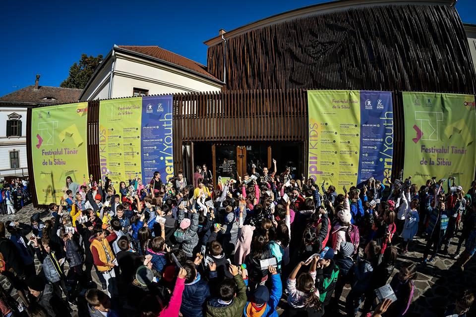Festivalul Tânăr de la Sibiu dezbate problemele comunismului cu copii și adolescenți