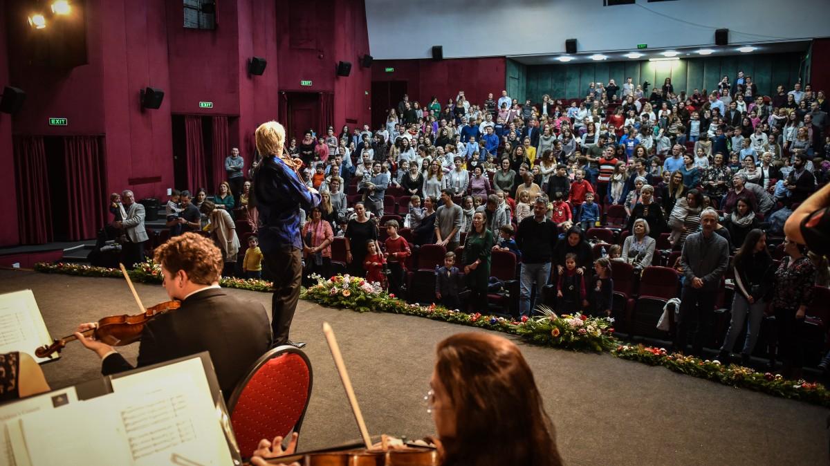 VIDEO Concert extraordinar la Sibiu: Copiii iubesc muzica clasică