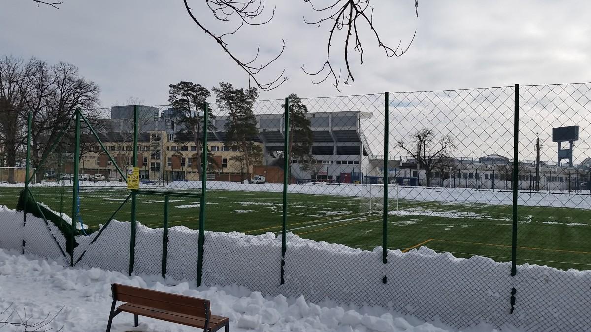 Proiect: 90 de lei ora pentru terenurile de minifotbal amenajate de Primărie în Sub Arini. Cine înjură e dat afară