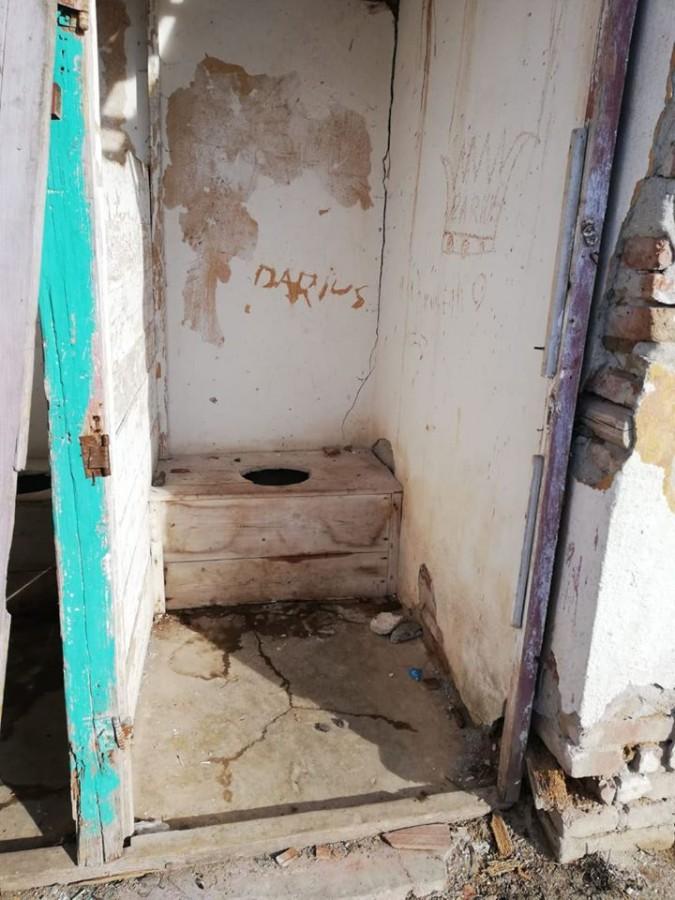 FOTO-Toaleta de Ev Mediu a școlii din Alțîna, promovată în campanie electorală