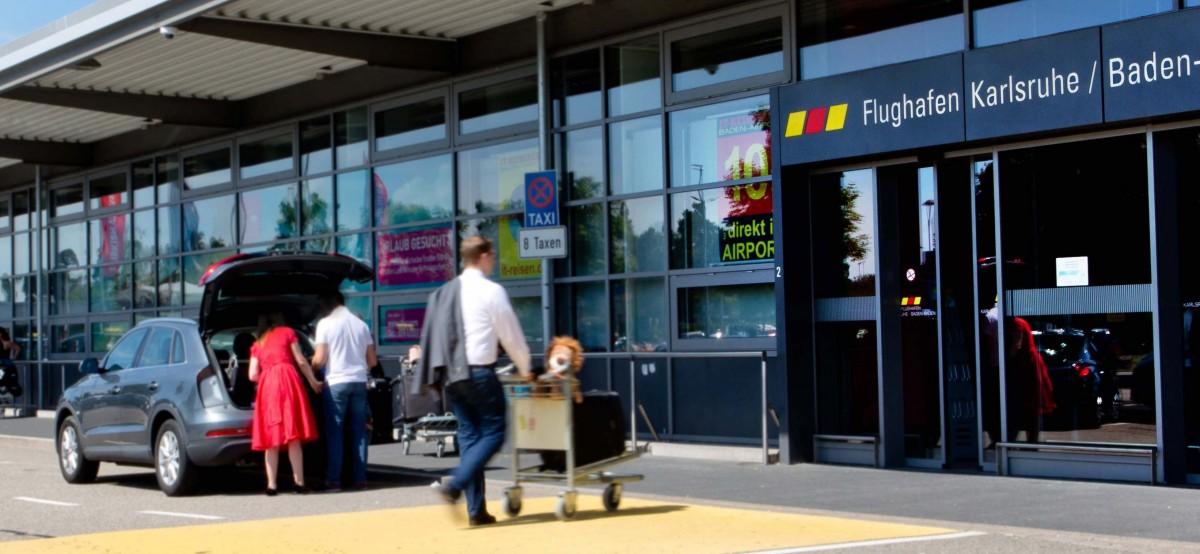 Douăzboruri charter cu muncitori pleacă astăzi de pe Aeroportul Sibiu, către Germania
