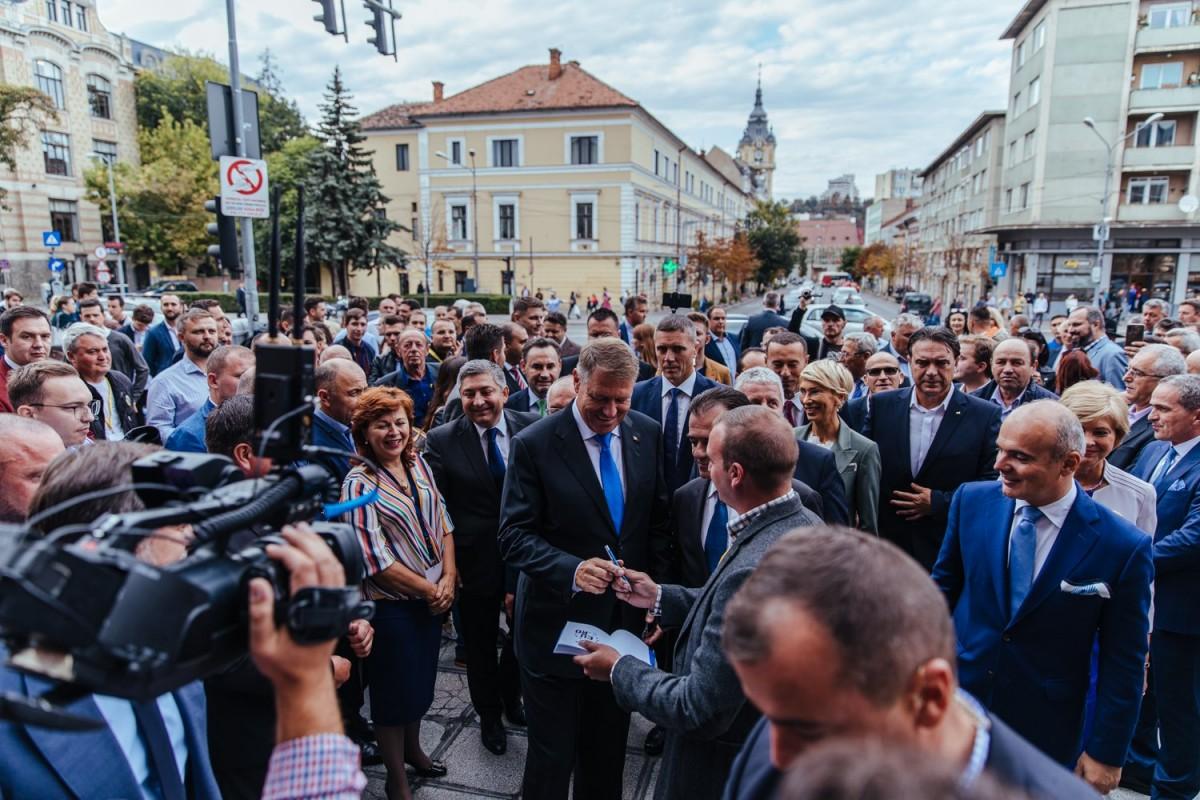 Klaus Iohannis: Abia aștept să treacă moțiunea, să scăpăm de PSD!