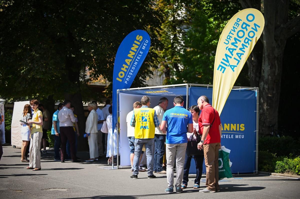 """Peste 25.000 de sibieni au semnat până acum pentru Klaus Iohannis. """"A demonstrat că este un președinte bun!"""""""