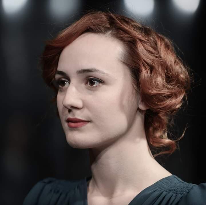 Gabriela Pîrlițeanu, actriță a TNRS, împlinește astăzi 26 de ani