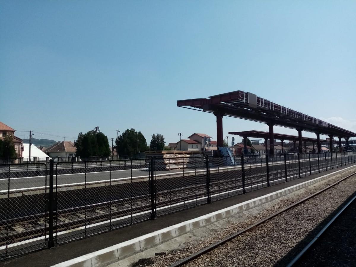 """Renovările din gara Sibiu se apropie de final. """"Au făcut casă fără fundație"""""""
