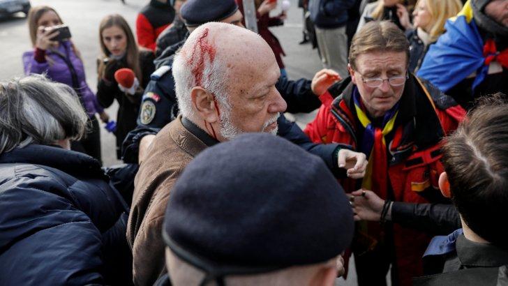 Gelu Voican Voiculescu, bătut de revoluționari în Piața Universității