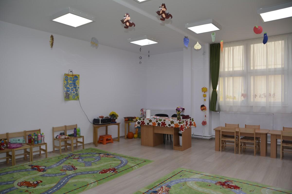 """Lupta pentru un locla grădiniță în Sibiu: """"Din apartament privimclădirea portocalie, dar accesul copiilor noștri e imposibil"""""""