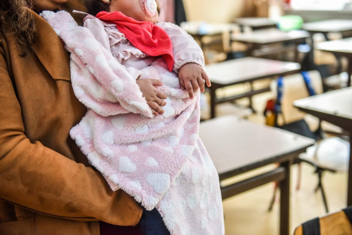 """Elevele mame din învățământul sibian: """"Bine ar fi ca fetele de vârsta mea să nu facă copii"""""""