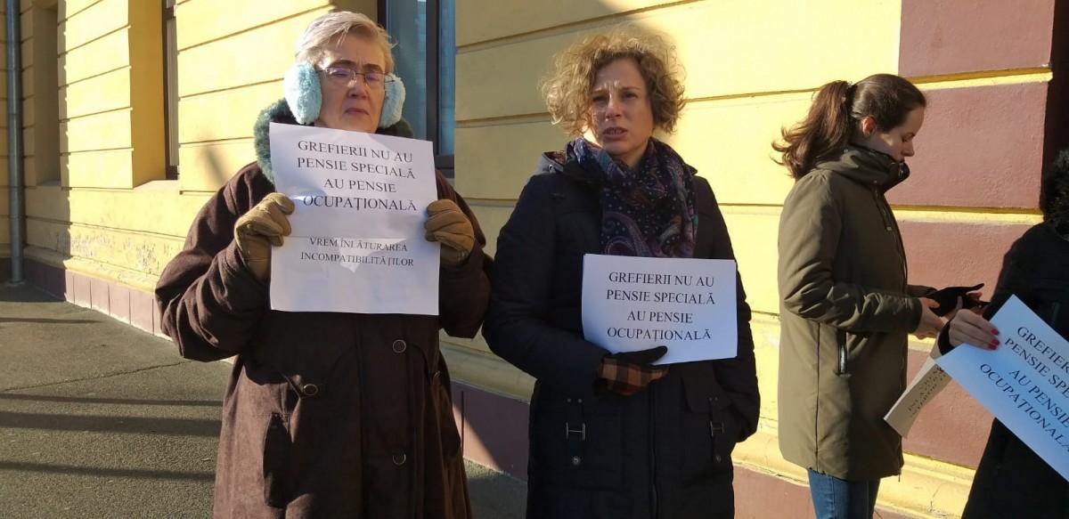 """Tăierea pensiilor """"speciale"""" a scos grefierii la protest: """"măsura aceasta este pur populistă"""""""