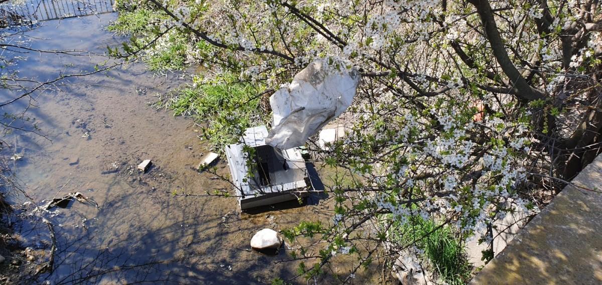 GALERIE - Apel pentru curățarea deșeurilor. Cum arată un cartier al Sibiului