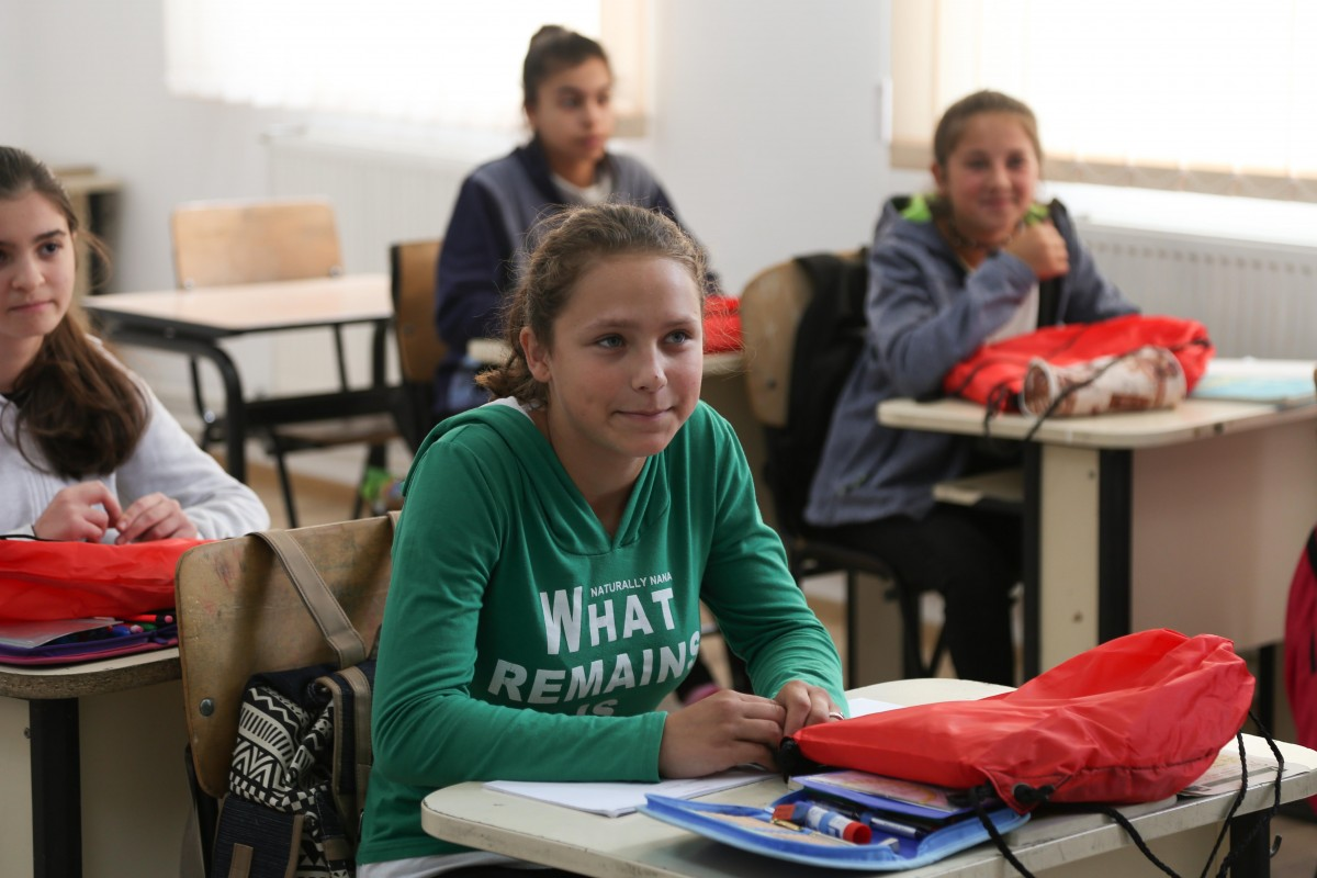 Sute de copii de pe ValeaHârtibaciului au primit cadou rechizite pentru la școală