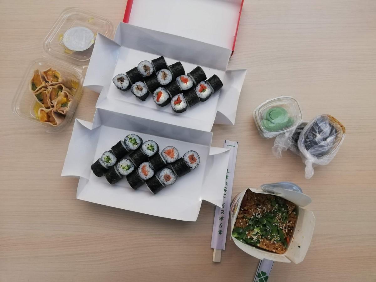 Am mâncat de două ori la Sushi Master. Una albă, alta neagră