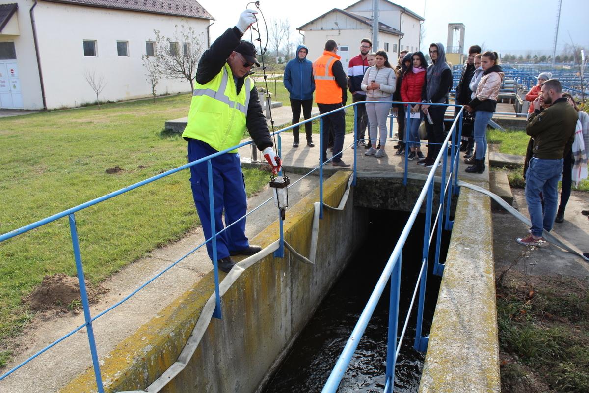 Monitorizarea calității apei, un subiect de interes pentru studenții sibieni