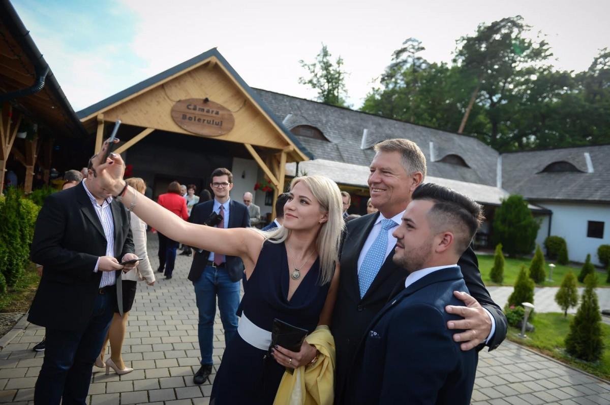 FOTO Liberalii sibieni și Iohannis: festivalul fotografiilor, după ce Orban a pus industria IT pe jar, de la Mediaș